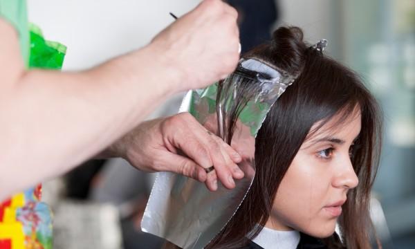 5 choses à savoir avant de teindre vos cheveux en noir