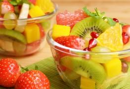 Salade de fruits au kiwi, à la banane et à la mangue