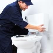 Comment installer une toilette en 6 étapes faciles