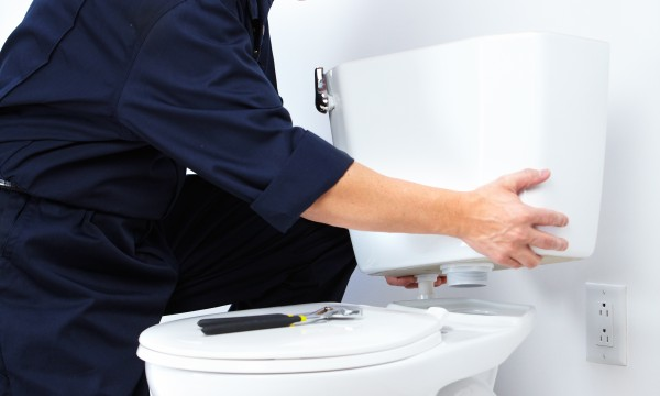 Comment installer une toilette en 6 étapes faciles