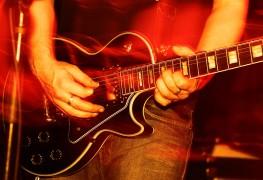4 conseils pour enseigner à vos enfants à jouer de la guitare