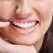 Dents saines pour un sourire rayonnant: 3 remèdes naturels