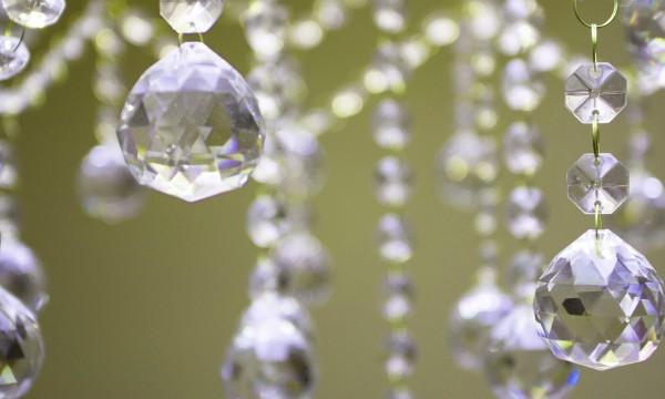 3 trucs de nettoyage pour les lustres et les chandeliers