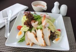 Conseils pratiquespour une recette desalade du chef et de salade depoulet grillé