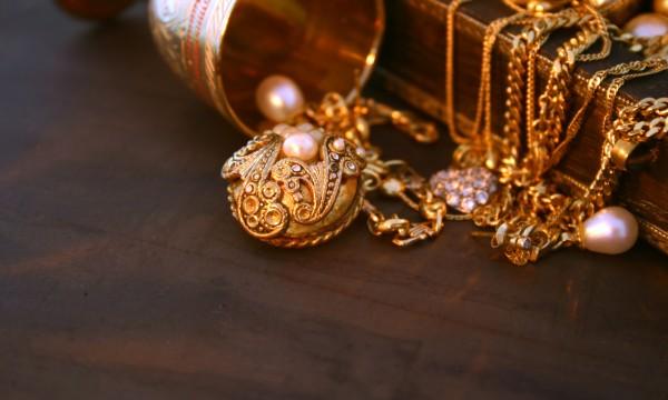 Breloque ou trésor: comment estimer la valeur des bijouxanciens