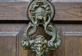 Trucs pour restaurer de vieilles portes en bois comme un expert