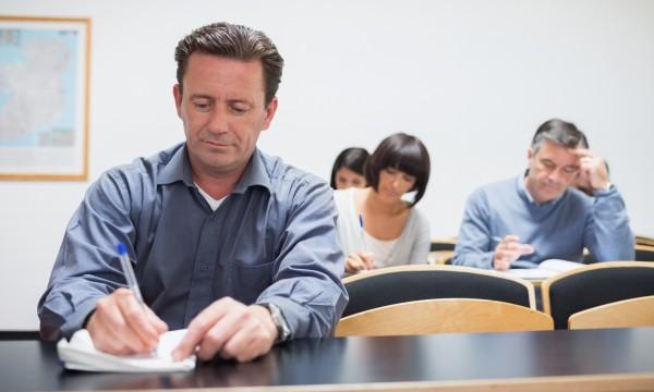 Les avantages et les inconvénients de l'éducationaprès laretraite