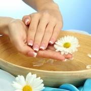 7 remèdes maison pour soigner les mains sèches