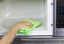 3 trucs faciles pour nettoyer votre four à micro-ondes