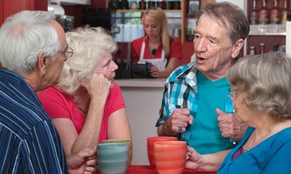 4 raisons d'avoir des amis à la retraite