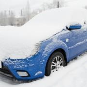 Comment bien déneiger sa voiture en 5 étapes faciles