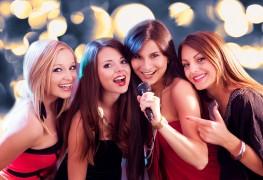 Comment le karaoké peut vous aider à devenir un meilleur orateuren public