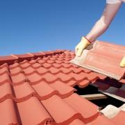 Réparer un toit de tuiles