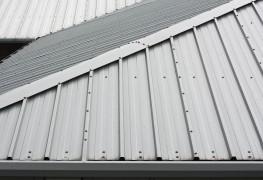 Comment choisir entre un toit enmétal et un toitenbardeaux d'asphalte