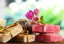 Comment vous pouvez enrichir vos savons et gels avec des huiles essentielles