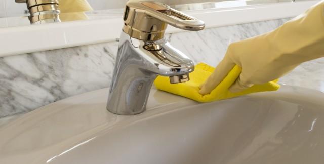 5 astuces pratiques et efficaces pour nettoyer un évier