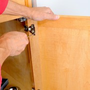 5 étapes pour dégarnir des armoires de cuisine