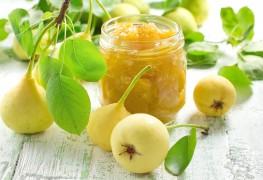 Préparer des fruits à l'eau-de-vie