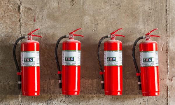 les extincteurs d 39 incendie un accessoire indispensable pour votre maison trucs pratiques. Black Bedroom Furniture Sets. Home Design Ideas