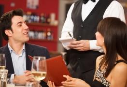 Comment commander du vin pour votre repas: 4 facteurs à considérer
