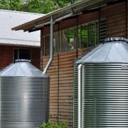 Installer et dissimuler un réservoir d'eaux pluviales