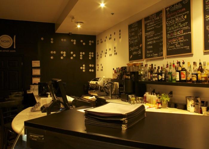 Déjeuner sur réservation, dîner, boissons, desserts, dégustations, réservations de groupe, événements privés, événements corporatifs