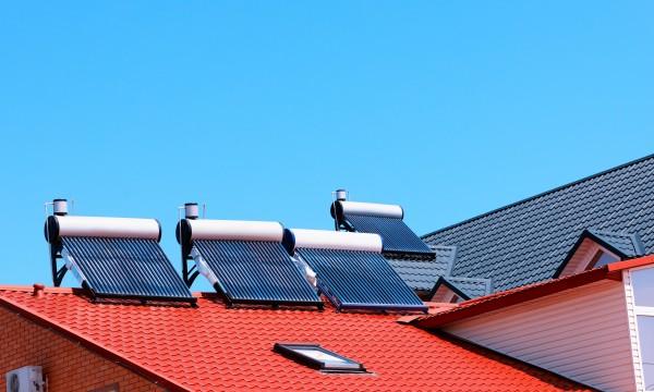 Économisez grâce àun chauffe-eau solaire ou au gaz