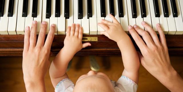 3 bienfaitsde jouer de la musique pour votre bébé