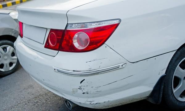 Réparation des bosses et des rayures sur les voitures