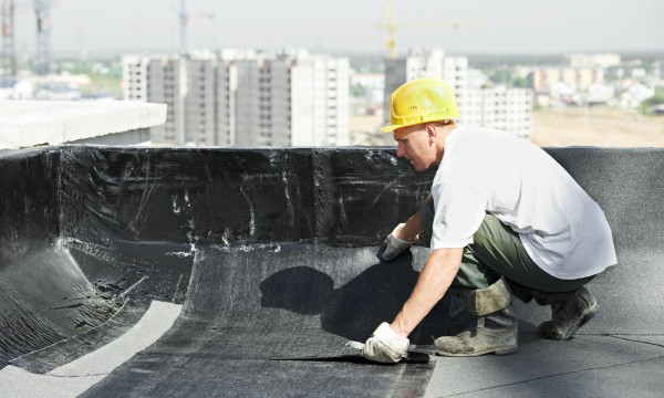 des conseils de bricolage la r paration d 39 un toit plat trucs pratiques. Black Bedroom Furniture Sets. Home Design Ideas