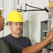 Ce qu'il faut savoir avant d'appeler un électricien