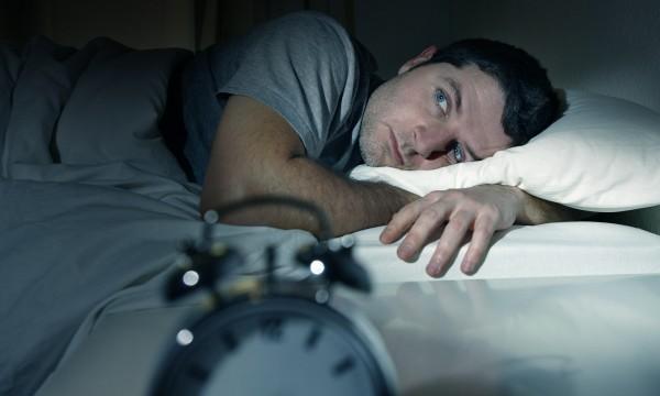 Les dangers du retard sur le sommeil (et comment le rattraper)