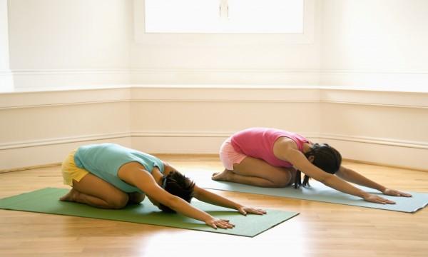 5 accessoires essentiels pour les amateurs de yoga