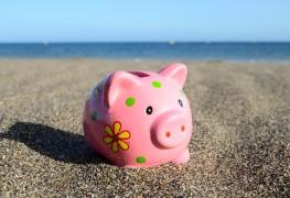 Partir en vacances lorsqu'on a des dettes: est-ce possible?