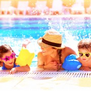 4 astuces pour protéger vos effets personnels dans les parcs aquatiques