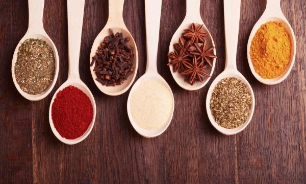 7 épices avec des avantages pour soulager la douleur
