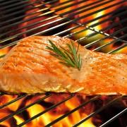 2 recettes faciles pour préparer des pommes de terre et du poisson au barbecue