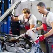 À faire et ne pas faire lors de l'entretien d'une voiture pour économiser