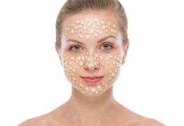Les cosmétiques contre les yeux battus sombres