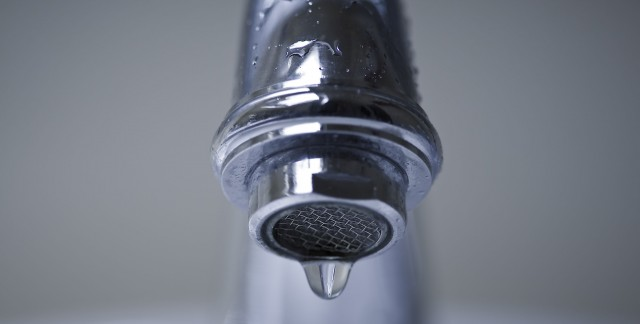 Réparation facile d'un robinet : finis les fuites!