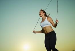 Six raisons d'intégrer le saut à la corde à votre séance d'entraînement quotidienne