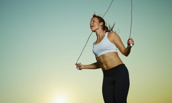 6 bonnes raisons de sauter à la corde au cours de vos exercices quotidiens