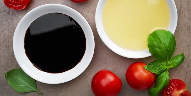 Herbes, tomates et fromage: 2 recettes simples que vous devez absolument essayer