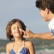 10 mesures pour prévenir, réduire et repérer des signes du cancer de la peau