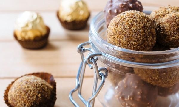 Truffes au chocolat noir avec amandes et figues