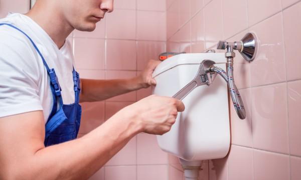 7 conseils pour les réparations mineures de toilettes