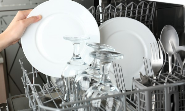 Nettoyez votre lave-vaisselle en 6 conseils