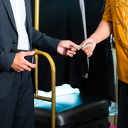 Guide du voyageur sur les pourboires à l'hôtel
