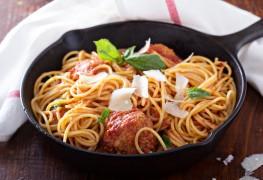 Souper italien: pâtes et boulettes à la dinde et aux fines herbes