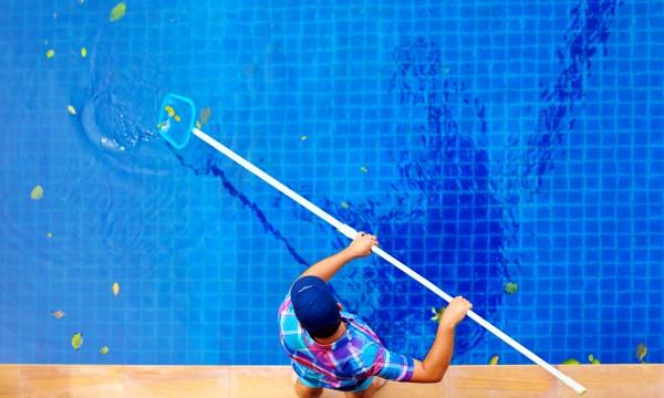 Entretenir facilement votre piscine trucs pratiques for Chlore piscine composition